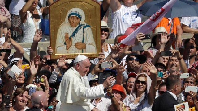 Papa Francisco em cerimônia de canonização de Madre Teresa de Calcutá no Vaticano