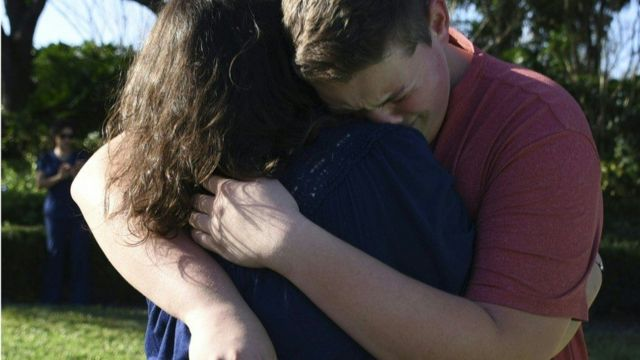 Man dey hug woman after di Florida school attack