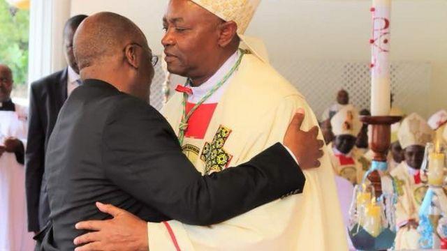 Rais Magufuli pamoja na Mhashamu Isaack Amani
