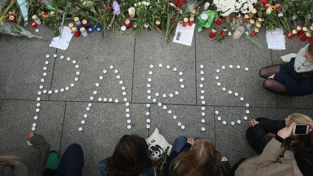 Homenagem aos mortos em ataques em Paris