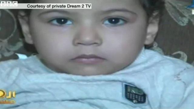エジプトの4歳少年、軍事法廷の「誤審」で終身刑に - BBCニュース