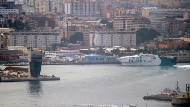 Pelabuhan Cueta, wilayah kantung Spanyol di Afrika Utara, yang sedianya digunakan untuk pengisian bahan bakar armada Rusia, namun dibatalkan.