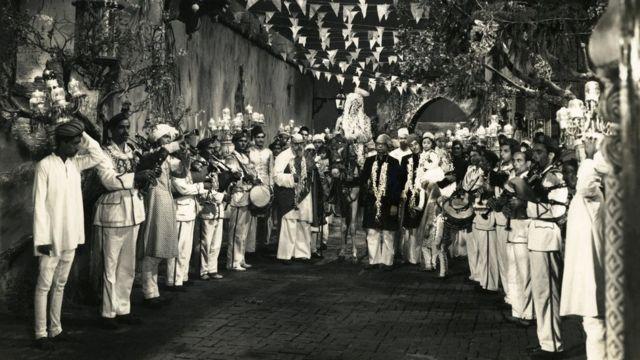 పాకీజా చిత్రంలోని ఓ సన్నివేశం