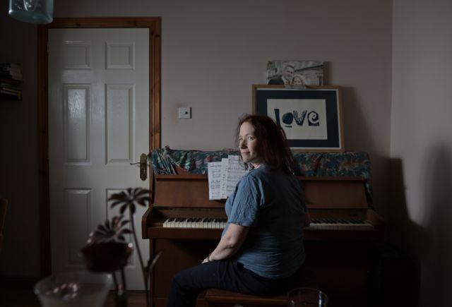 Хізер за фортепіано
