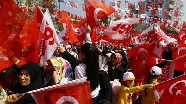 """İstanbulda """"Bəli"""" tərəfdarları"""