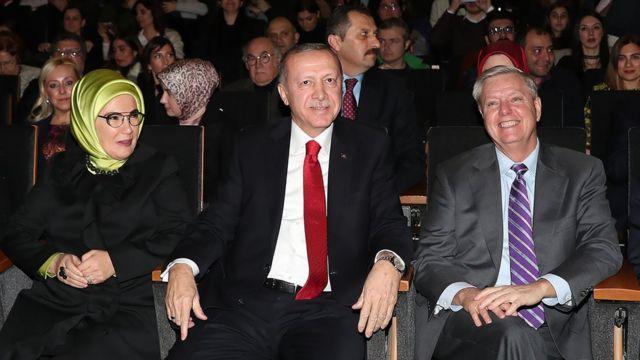 Cumhurbaşkanı Erdoğan, Fazıl Say konserine eşi Emine Erdoğan ve ABDli Senatör Graham ile katıldı.