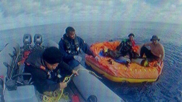 Momento em que Hernán Rodríguez e Jorge Morales são resgatados