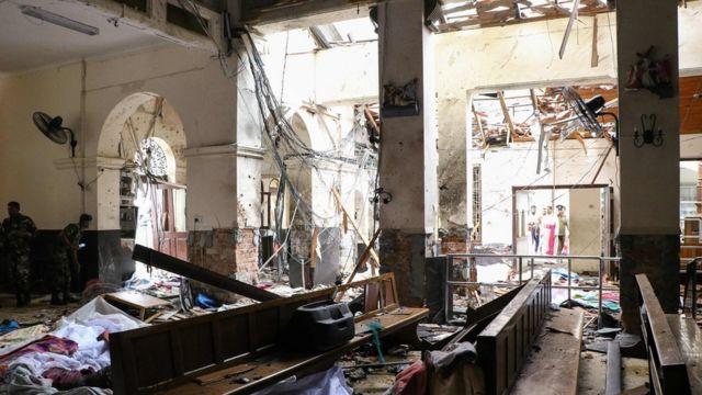 جانب من الدمار الذي لحق بإحدى الكنائس التي تعرضت للتفجير في سريلانكا