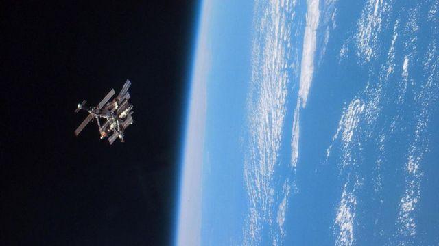 """محطة الفضاء الروسية """"مير"""""""