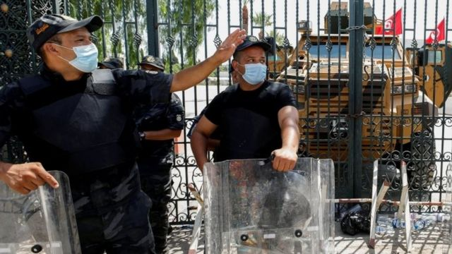 قوات الأمن في محيط البرلمان التونسي