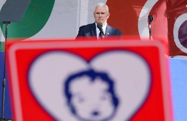 副總統彭斯在2017年1月的反墮胎大遊行開始前的集會上講話。