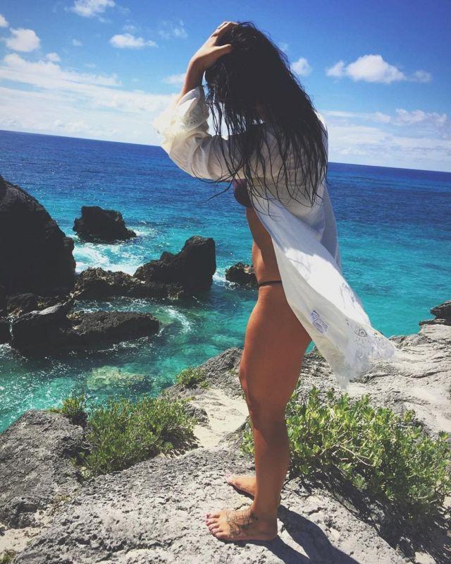 Мелина Роберж на пляже