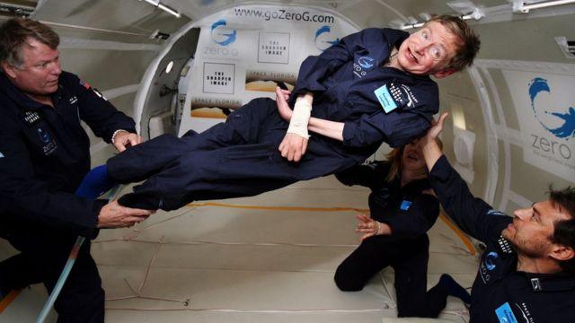 Hawking experimentando gravidade zero