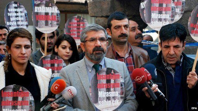 Tahir Elci (centre)
