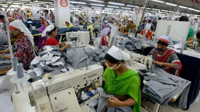 На фабриках в Бангладеш условия труда одни из самых тяжелых в мире