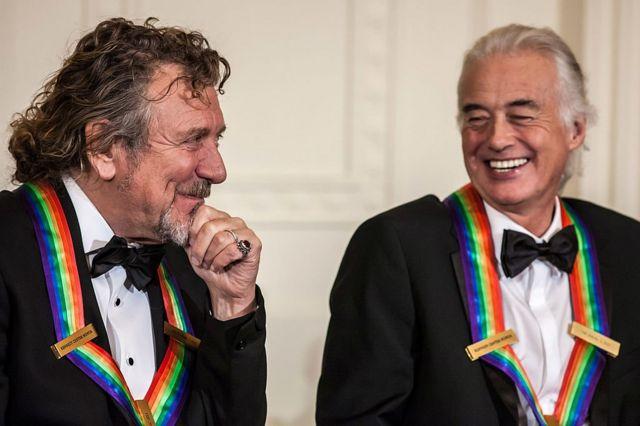 Роберт Плант и Джимми Пейдж на приеме в Белом доме в честь вручения им наград Кеннеди-центра. Вашингтон, 2 декабря 2012 г.