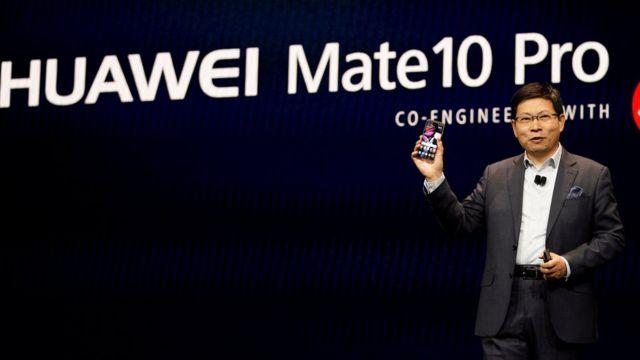 Uno de los directivos de Huawei, Richard Yu, en una presentación durante el congreso de tecnología CES 2018 en Las Vegas.