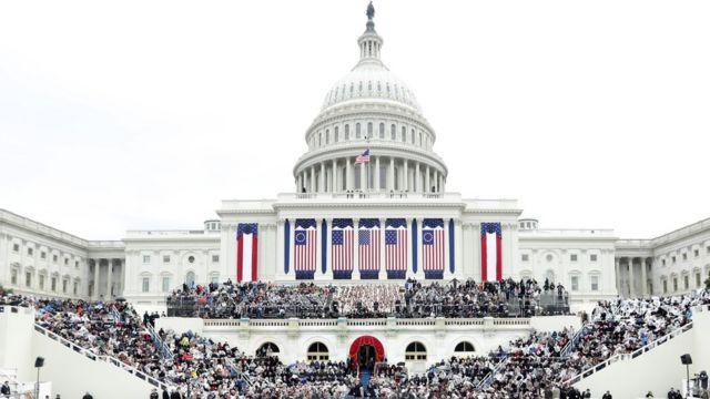 就任式の準備が整った連邦議会議事堂