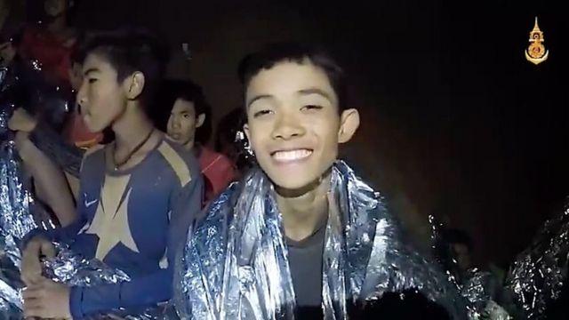 Meninos foram filmados por soldados antes da operação de resgate