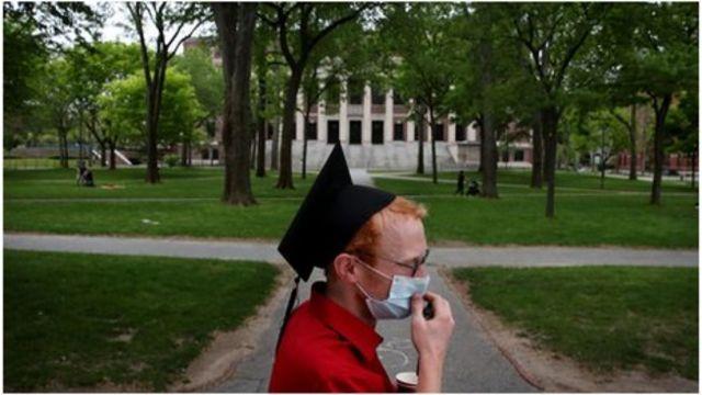 哈佛大学改成以网络授课
