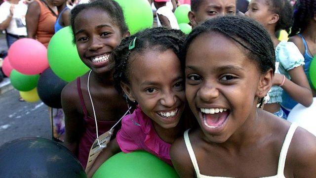 Niñas sonrientes