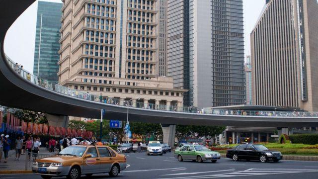 Şangay'daki Lujiazui finans bölgesindeki gökdelenler