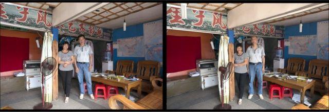 許永揚拍攝中國人的照片,然後與對方換衣,拍攝一張相似的照片。