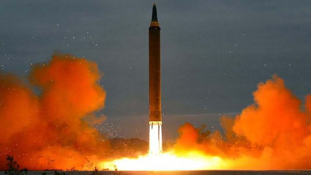 Míssil norte-coreano decolando