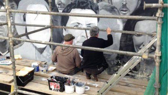 Bogside mural artists