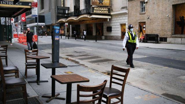 Leere Tische in einem New Yorker Restaurant
