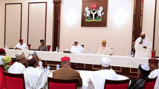 Shugaba Buhari tare da yan PDP da suka kawo masa ziyara