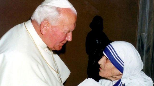 El papa Juan Pablo II con la Madre Teresa