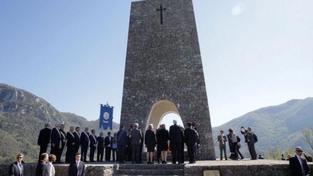 Tillerson compareceu a cerimônia na Itália em homenagem a vítimas de massacre nazista