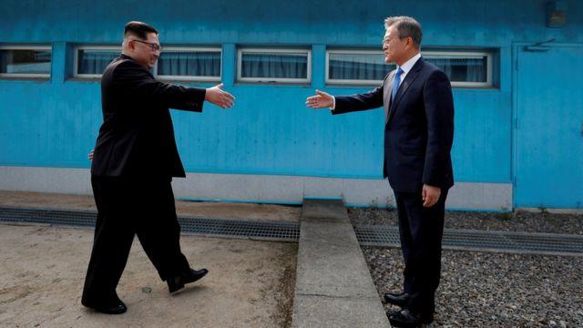 Ким Чен Ын и Мун Джэин