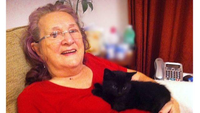 Джоан со своим котом Барни