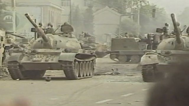 Tanques en la plaza de Tiananmen, 1989