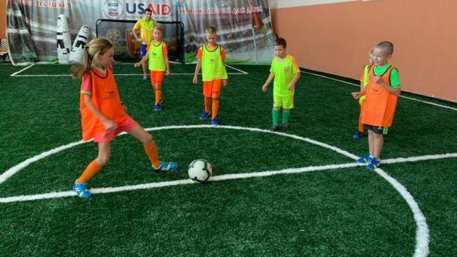 Як здійснили мрію хлопчика без ноги і навчили грати у футбол