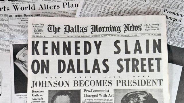 نسخة قديمة من صحيفة أمريكية تتناول خبر اغتيال كينيدي