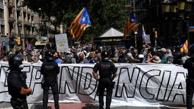 """Katalan bağımsızlık yanlıları, hükümetin adımının """"propaganda"""" olduğu görüşünde."""