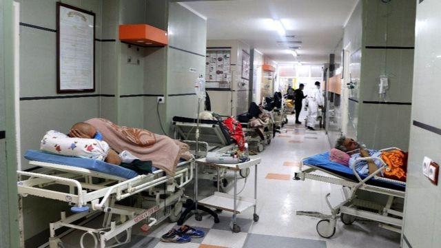 تصویر تجارتنیوز از بستری کردن بیماران در راهروی بیمارستان
