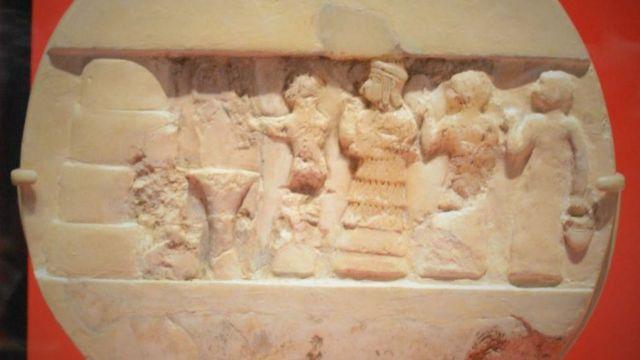 El disco de Enheduanna, descubierto por el arqueólogo británico Charles Leonard Woolley y su equipo