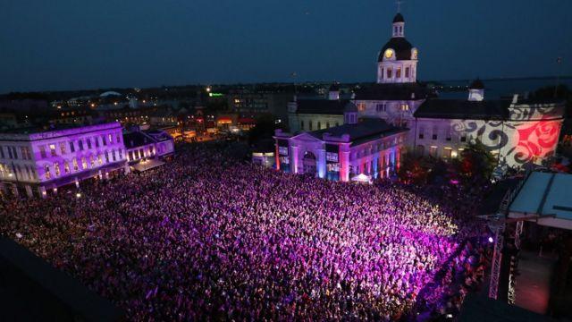 """Прощальный концерт """"Tragically Hip"""" в Кингстоне, Онтарио"""
