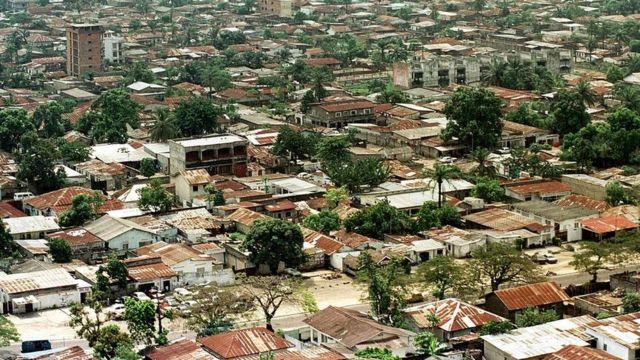 Vue aérienne de la partie ouest de la ville de Kinshasa prise le 16 mai 2000