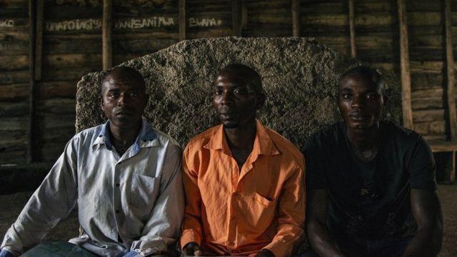 Moises Bagwiza e colegas em uma reunião da Rede de Homens do Congo