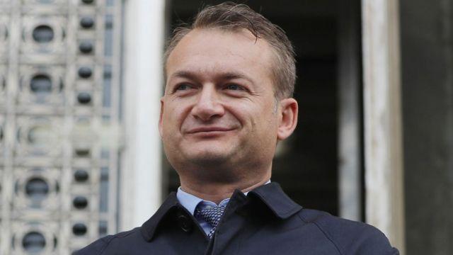 Koman se obraća novinarima ispred rumunskog Ustavnog suda