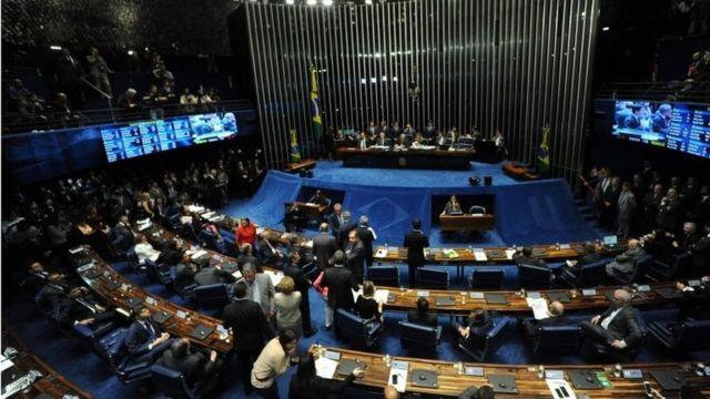 ルセフ氏が8年間公職に就くのを禁じる案は上院で否決された