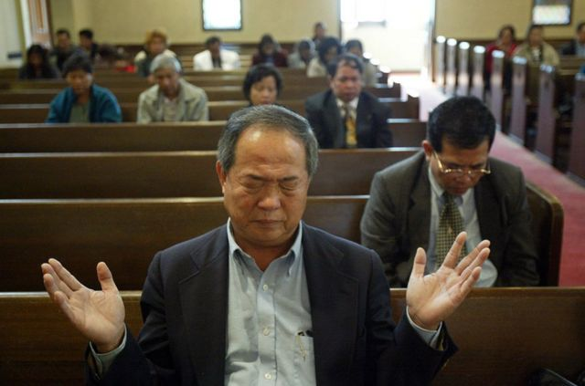 Ted en una iglesia en Los Ángeles