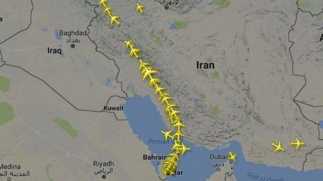 خريطة تظهر الطريق المُقيد الذي ستتخذه رحلات خطوط الطيران القطرية بدءا من صباح اليوم الثلاثاء