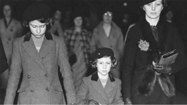 كانت كروفورد مربية للأميرة إليزابيث ومارجريت وكشفت لهما جوانب الحياة العادية خارج القصر.