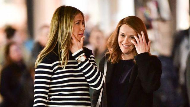 Jennifer Aniston (izda) y Reese Witherspoon